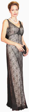 Angelina Jolie dans un cocktail portant une bague