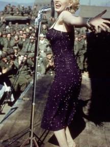 Robe de cocktail pourpre portée par Monroe en 1954