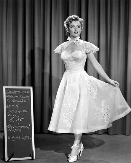 Robe de mariée en dentelle d'Elois Jenssen pour Marilyn Monroe dans le film We're not married