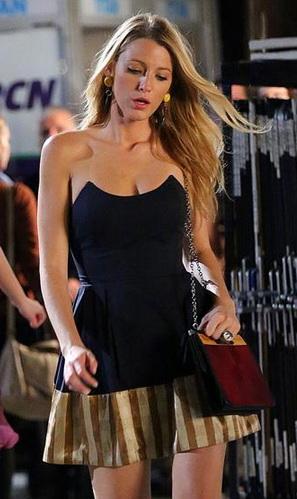 Blake lively robe cocktail rayée dans saison 6 gossip girl