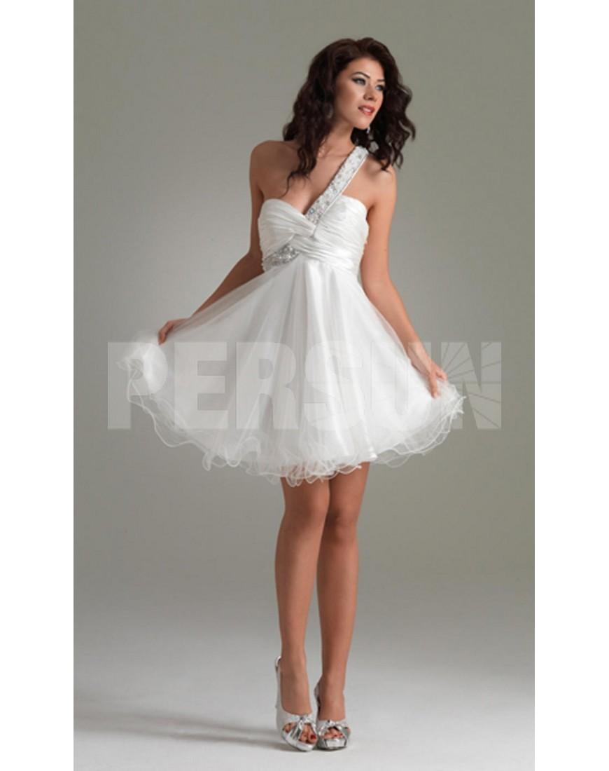 robe de cocktail courte et blanche