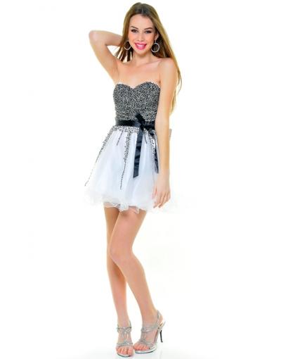 Une robe courte qui est utilisée en tulle