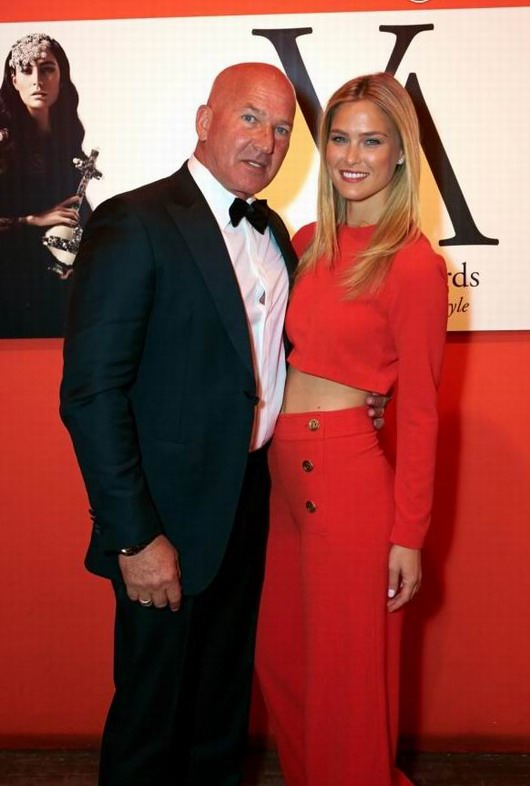 Bar Refaeli et son père Rafael Refaeli lors des Vienna Awards for Fashion & Lifestyle à Vienne