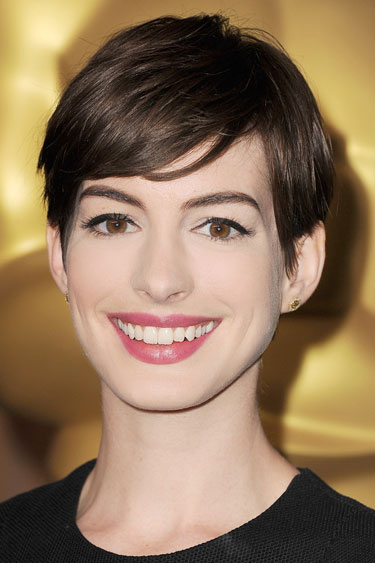 coiffure boyish manqué d'Anne Hathaway