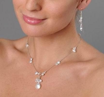 collier argenté de perles