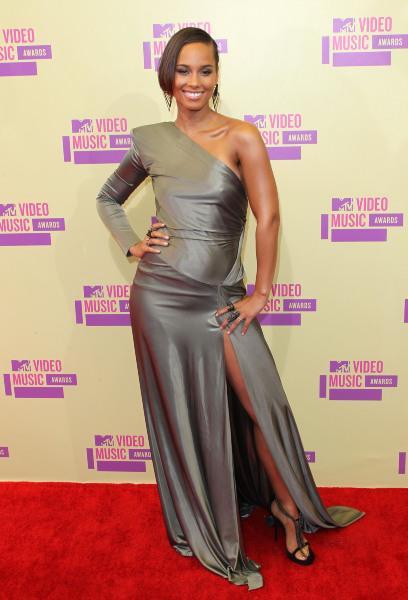 robe asymetrique fendue de Alicia Keys
