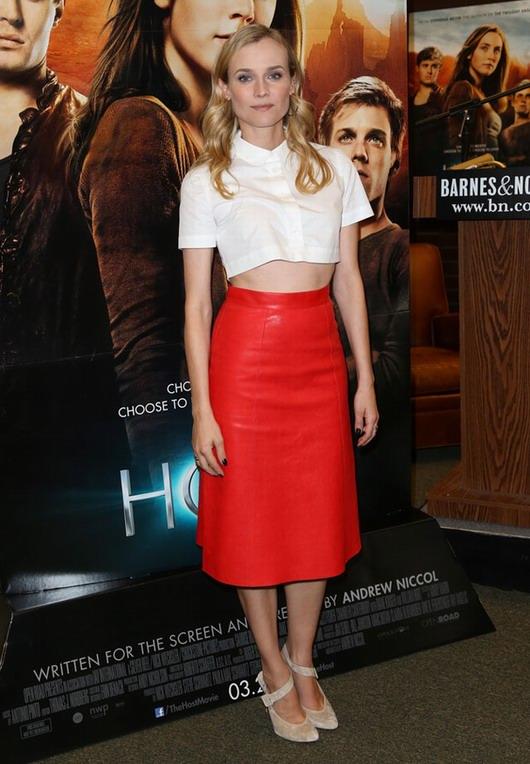 tenue de Diane Kruger lors de l'Avant-première première du film « Les Âmes vagabondes »