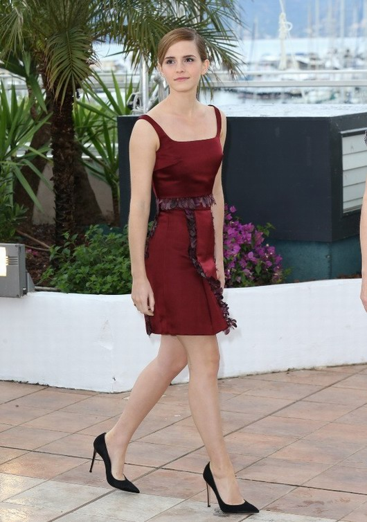 robe bordeaux de Christopher Kane par Emma Waston