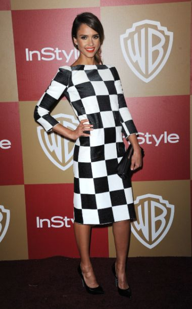 Jessica Alba, Robe damier noir et blanc
