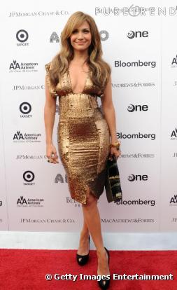 robe Gianfranco à col V portée par Jennifer Lopez