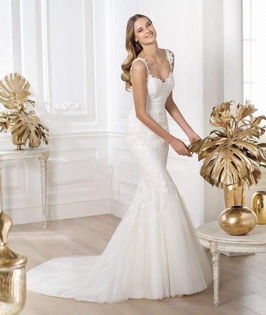 robe de mariage en dentelle à bretelles
