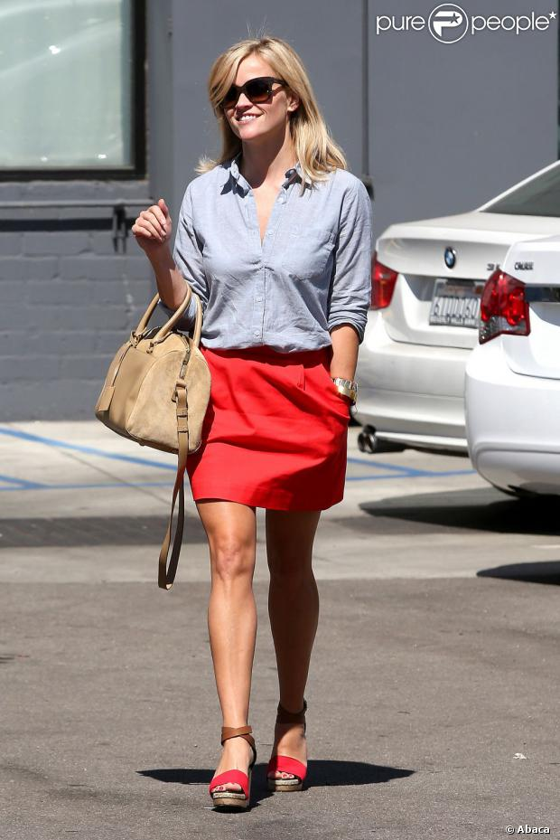 reese-witherspoon-look-citadine-jupe rouge