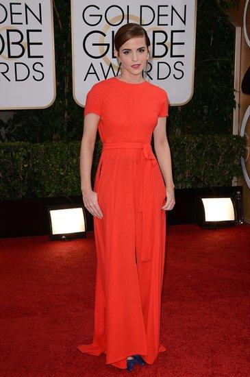 Emma Watson portait une robe fermée devant, ouverte derrière