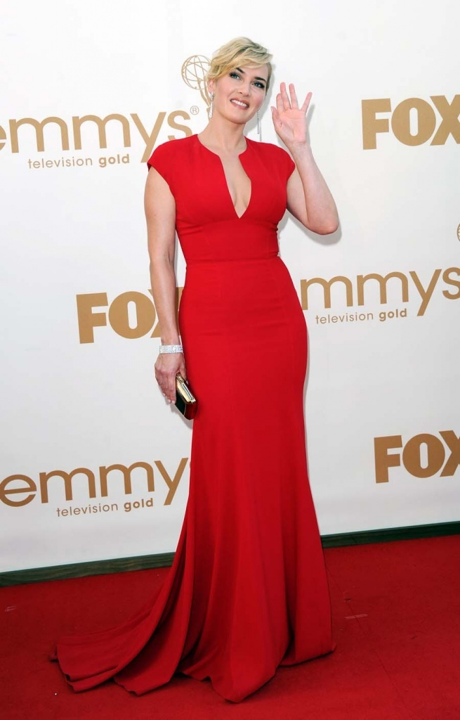 Kate Winslet dans une robe rouge