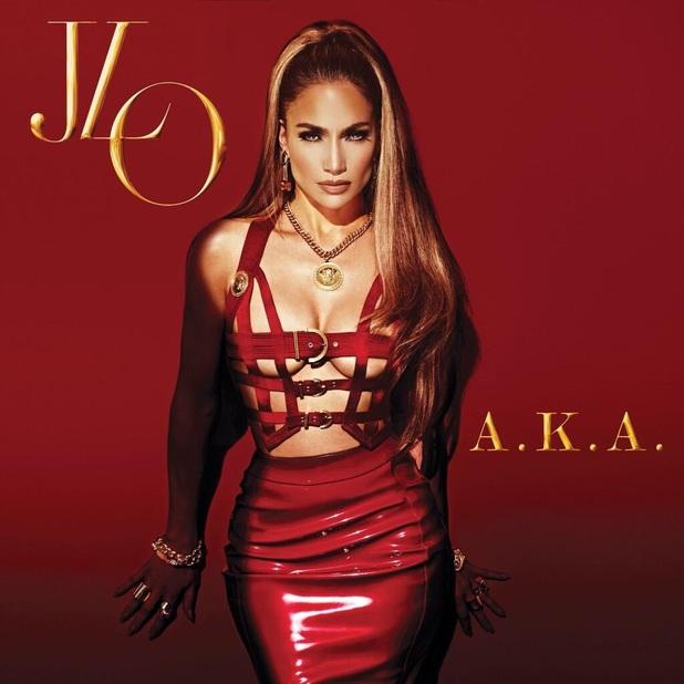 Jennifer Lopez apparaît très sexy avec une robe en cuir rouge
