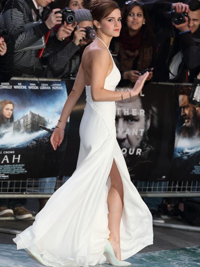 emma watson en robe fendue blanche