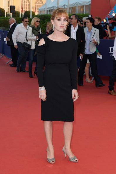 Lolita Chammah porte une robe noire au Festival du Cinéma Américain de Deauville