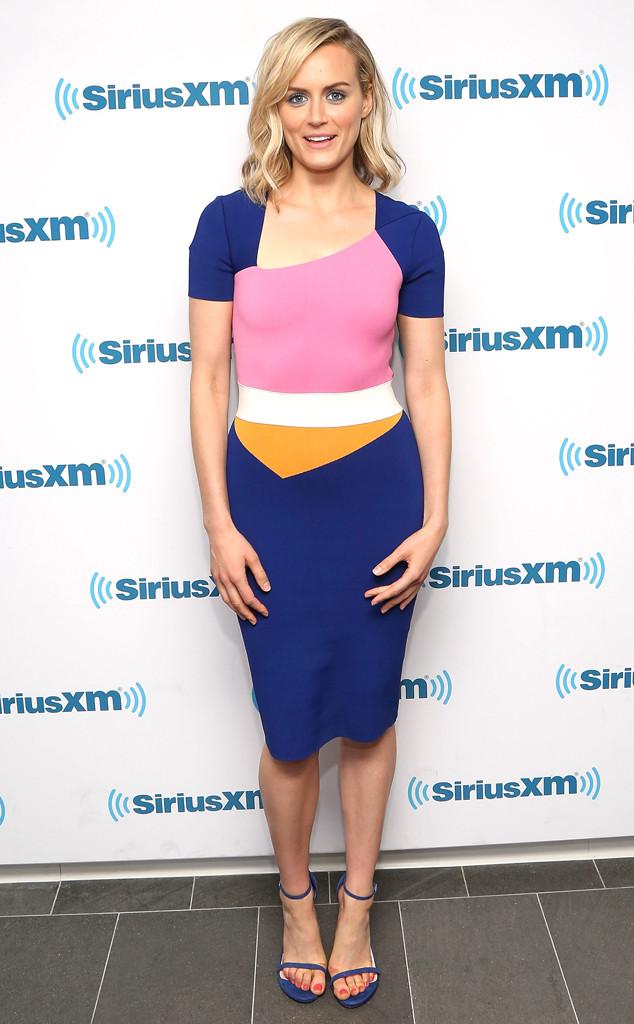 Taylor Schilling est sublime dans une robe de soirée contraste