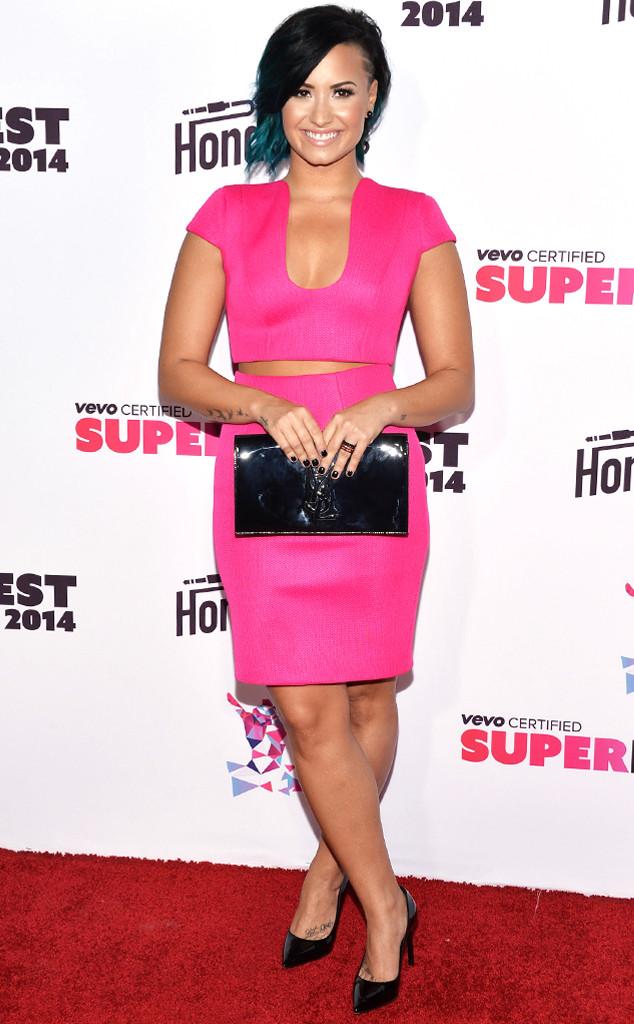 Demi Lovato avec son ensemble rose
