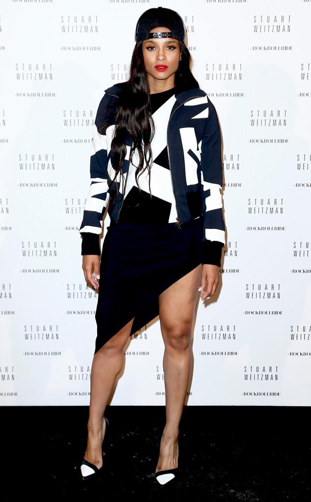 Ciara optait pour une tenue noire et blanche avec des jeux géométriques