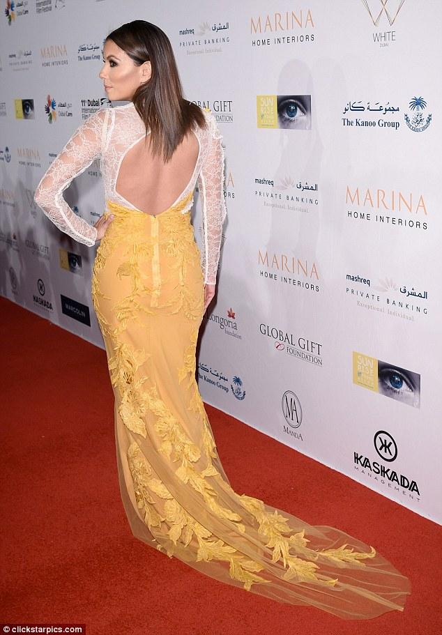 Eva Longoria optait pour une robe de soirée dos ouvert pour cet événement