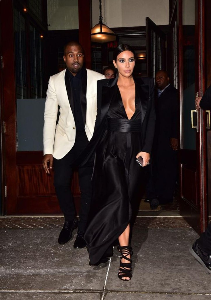 kim-kardashian-une-robe-ultra-decolletee
