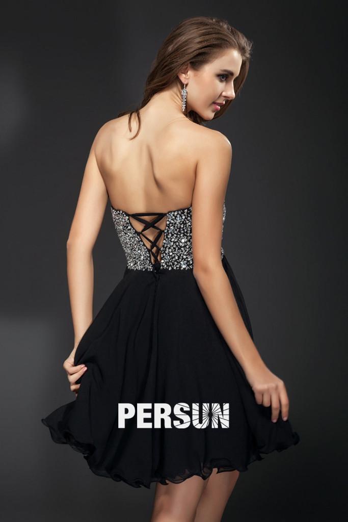 petite-robe-noire-bustier-robe-bal-decollete