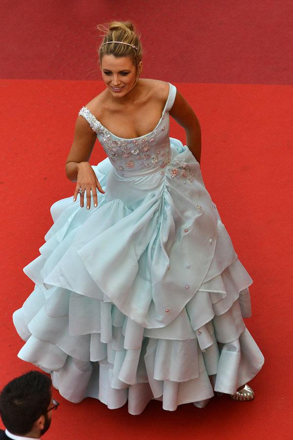 Blake-Lively_dans-robe-Cendrillon-à-Cannes-2016