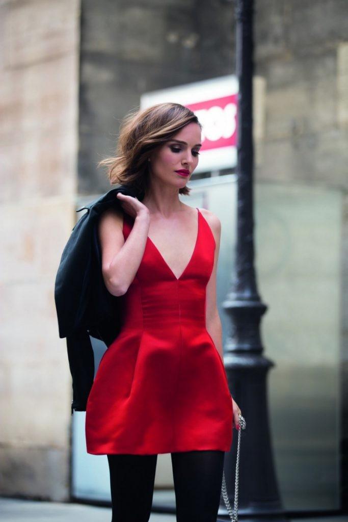 petite robe cocktail rouge avec collante
