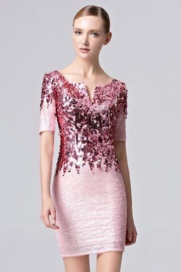 robe-cocktail-fourreau-rose-en-sequin-scintillant-avec-manches-courtes