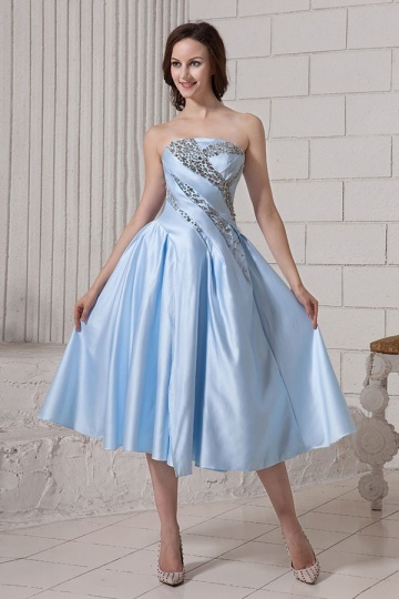 robe-de-cocktail-bleue-ornee-de-strass-ligne-a