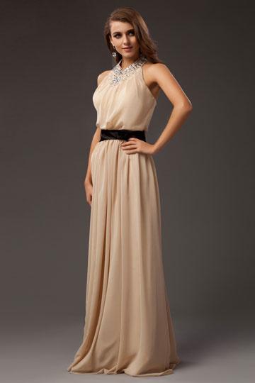 robe-de-soiree-ceinturee-avec-bretelle-au-cou-ornee-de-strass