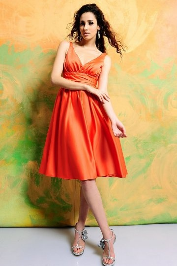 chic-robe-cocktail-orange-decollete-en-v-courte