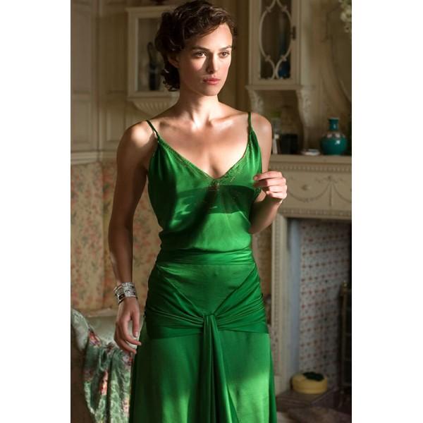 robe-verte-avec-bretelles-fines-de-keira-knightley