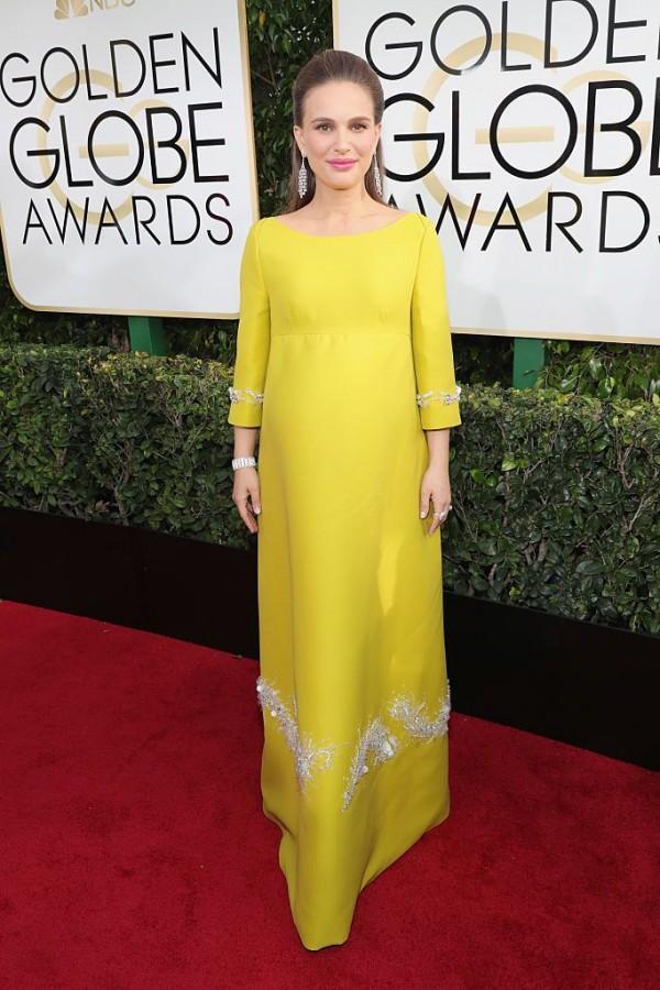 enceinte-natalie-portman-robe-enceinte-jaune-manche-golden-globes-2017