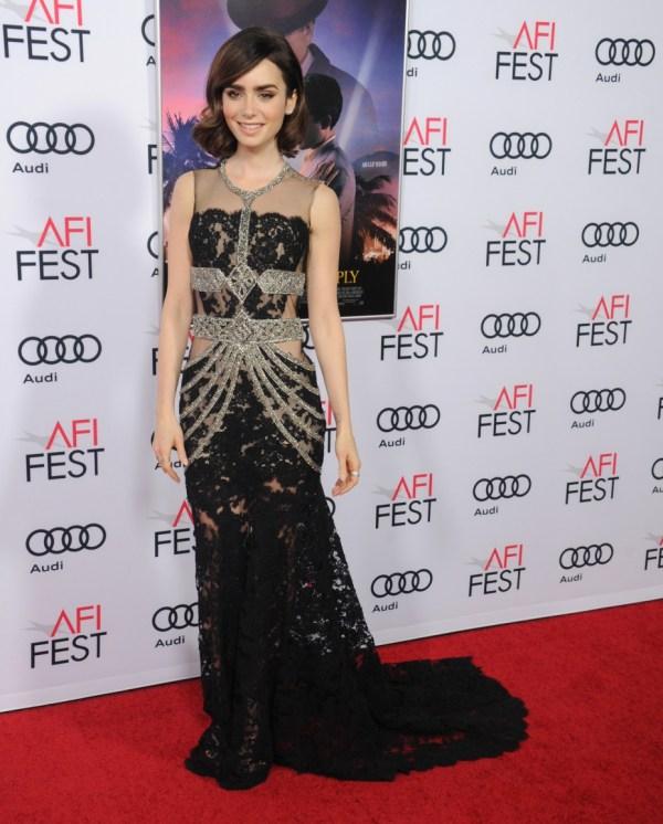 Lily Collins en robe dentelle transparente noire sexy