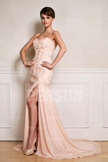 Robe de bal rose fendue à dos nu avec détails broderie