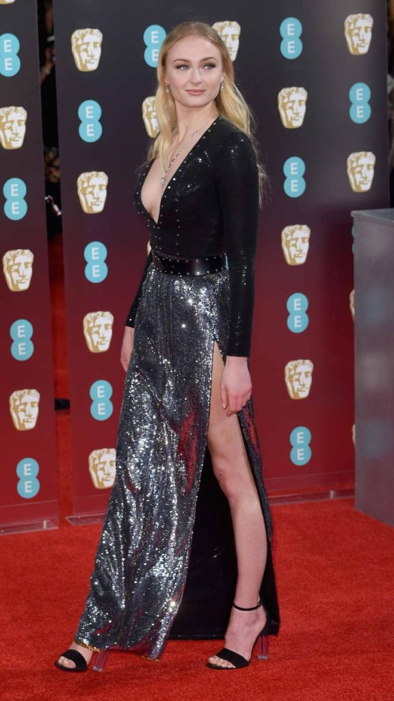 Sophie Turner robe fendue aux BAFTA 2017
