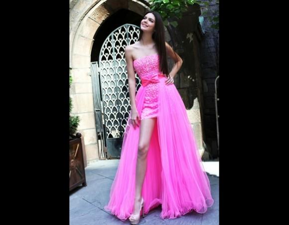 Kendall Jenner robe de bal rose courte devant longue derrière