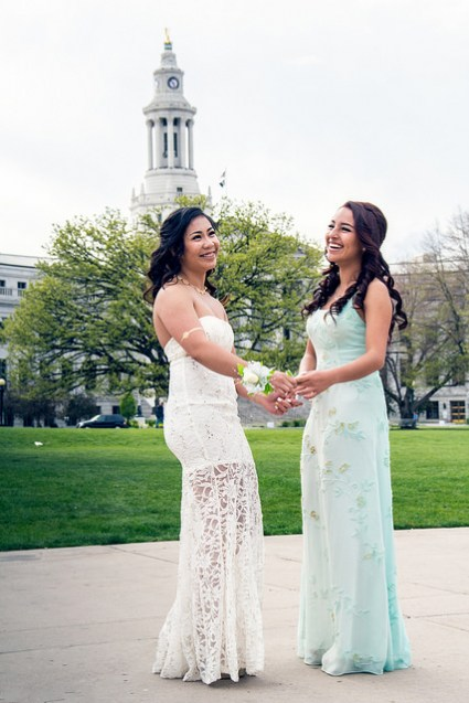 robe de bal blanche dentelle & robe bleue florale