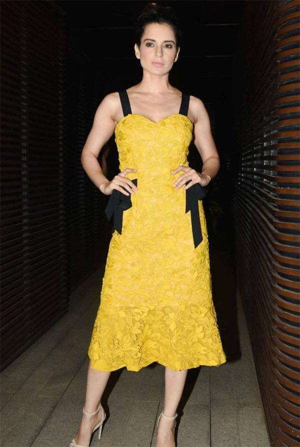 robe dentelle jaune bustier cœur courte de Kangana Ranaut