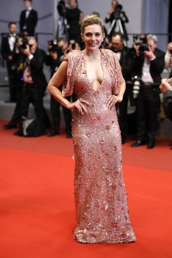 Elizabeth Olsen robe rose paillettes