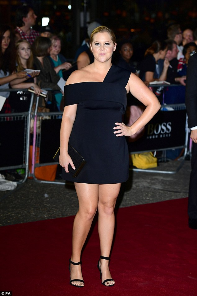 Amy Schumer robe de cocktail grande taille noire