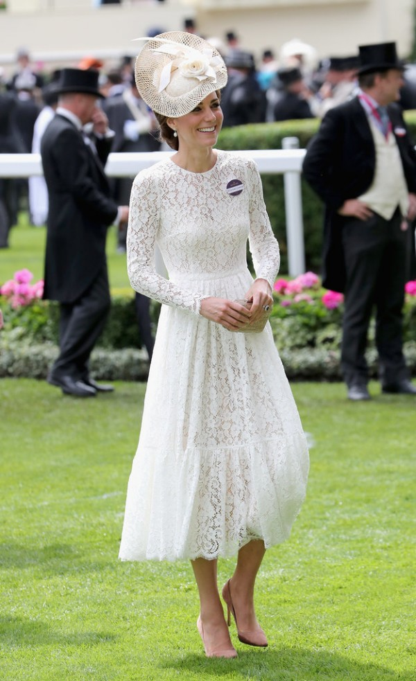 Kate Middleton robe en dentelle blanche 2016.jpg