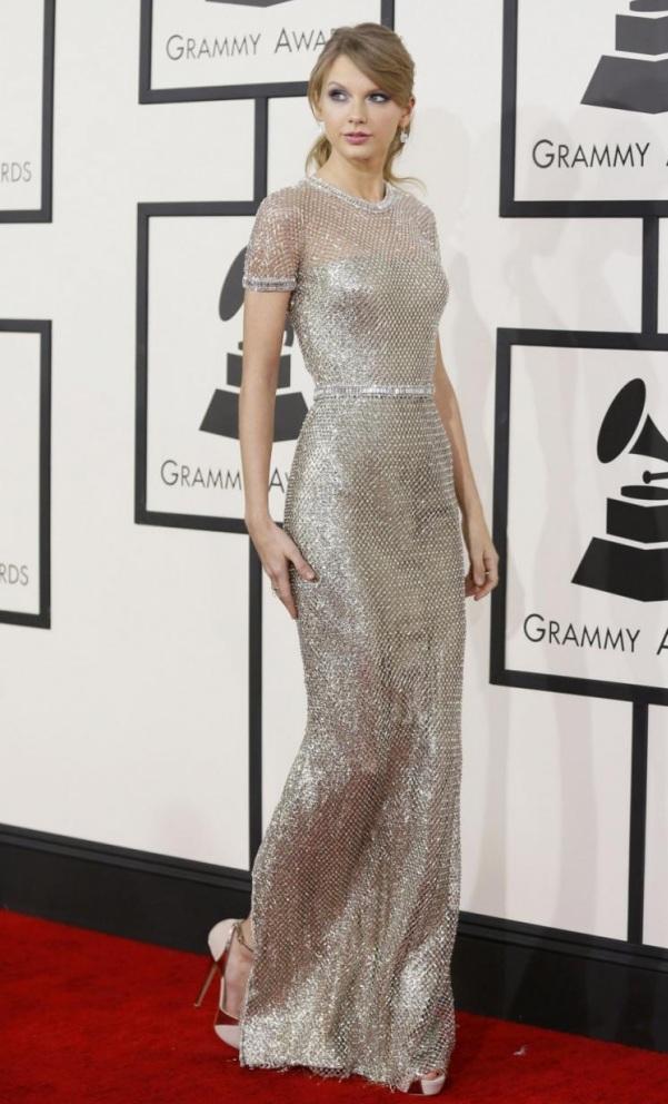 taylor-swift-robe-chic-soirée-argentée-Grammys