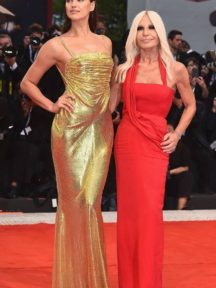 robe de soirée dorée en sequin Irina Shayk
