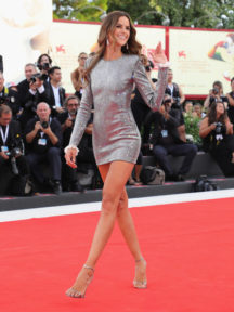 robe cocktail fourreau courte à manche longue en sequin Izabel Goulart
