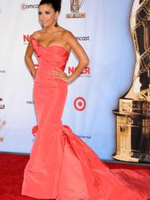 Eva Longoria portait la robe de soirée orange sirène lors des People Choice Awards 2011