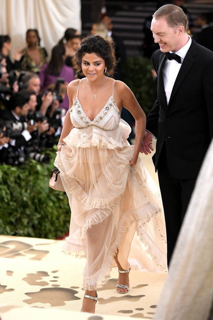 robe de soirée crème longue sexy col en V Selena Gomez