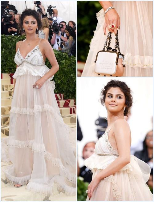 robe longue crème, sac et ses bijoux